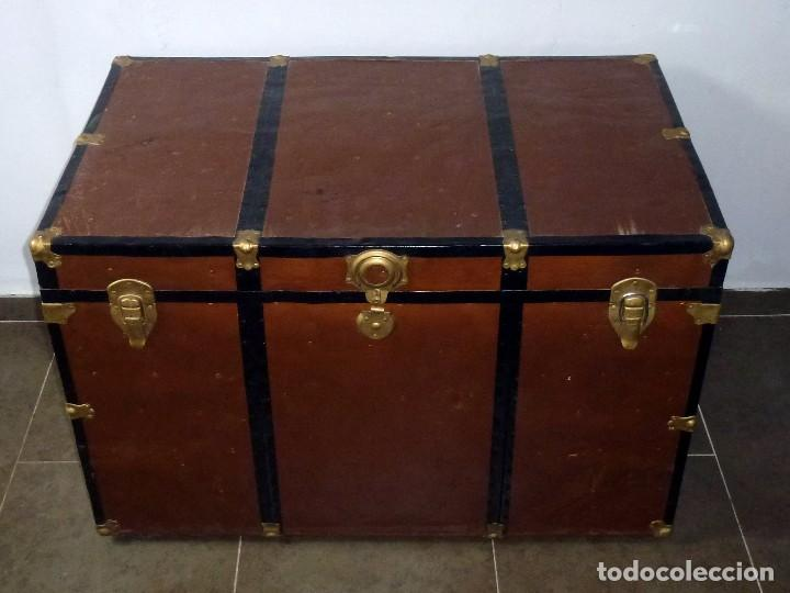 Antigüedades: Antiguo Baul De Madera Forrado De Chapa.66 X 101 X 61 Cm. - Foto 2 - 217958255