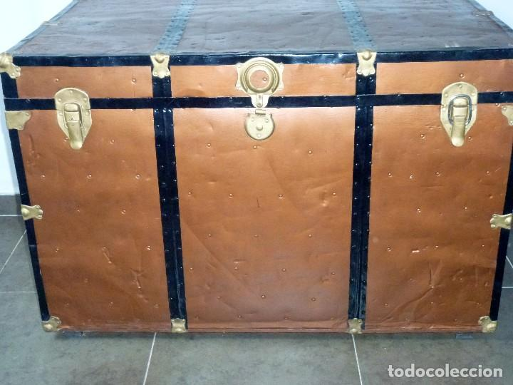 Antigüedades: Antiguo Baul De Madera Forrado De Chapa.66 X 101 X 61 Cm. - Foto 3 - 217958255