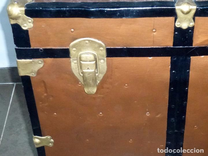 Antigüedades: Antiguo Baul De Madera Forrado De Chapa.66 X 101 X 61 Cm. - Foto 5 - 217958255