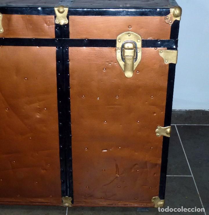 Antigüedades: Antiguo Baul De Madera Forrado De Chapa.66 X 101 X 61 Cm. - Foto 6 - 217958255