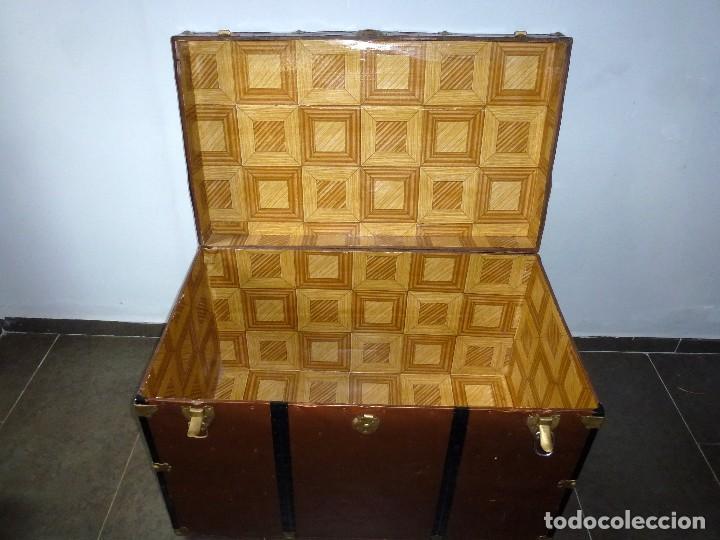 Antigüedades: Antiguo Baul De Madera Forrado De Chapa.66 X 101 X 61 Cm. - Foto 8 - 217958255