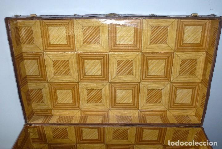 Antigüedades: Antiguo Baul De Madera Forrado De Chapa.66 X 101 X 61 Cm. - Foto 9 - 217958255