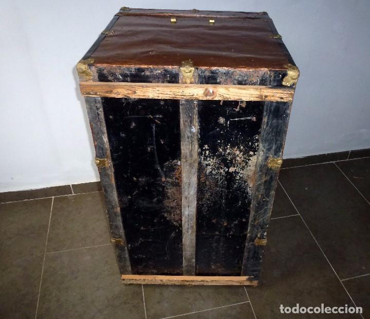 Antigüedades: Antiguo Baul De Madera Forrado De Chapa.66 X 101 X 61 Cm. - Foto 17 - 217958255