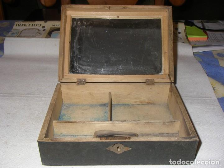 Antigüedades: Antigua y bonita caja de costura o neceser, de madera, con paisaje pintado. 20x14x7 cm, sin llave. - Foto 3 - 218053986