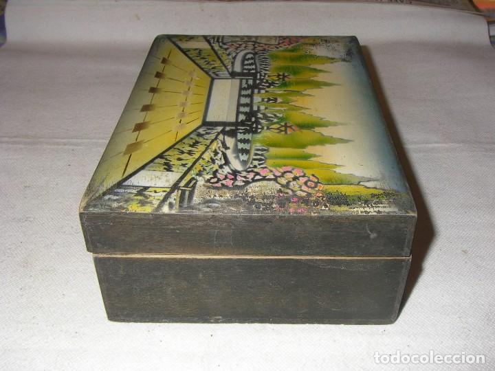 Antigüedades: Antigua y bonita caja de costura o neceser, de madera, con paisaje pintado. 20x14x7 cm, sin llave. - Foto 5 - 218053986