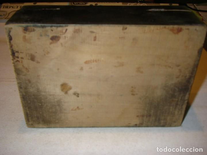 Antigüedades: Antigua y bonita caja de costura o neceser, de madera, con paisaje pintado. 20x14x7 cm, sin llave. - Foto 6 - 218053986