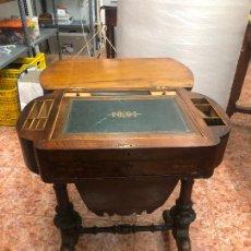 Antigüedades: MAGNIFICO ESCRITORIO COSTURERO SIGLO XIX ESTILO INGLES - MEDIDA 63X42X74 CM. Lote 218090010