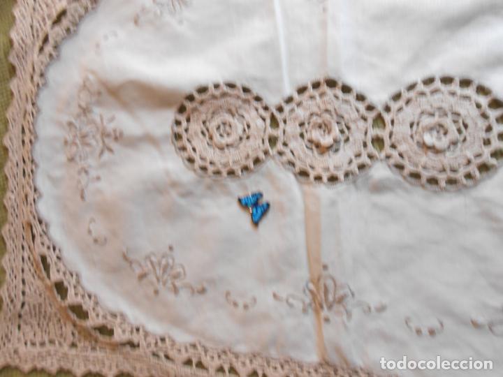 Antigüedades: Tapete mesa/mueble antiquo,años 70.Ganchillo y bordado mano.Algodon 33 x 46cm BEIGE.Nuevo - Foto 3 - 218105703