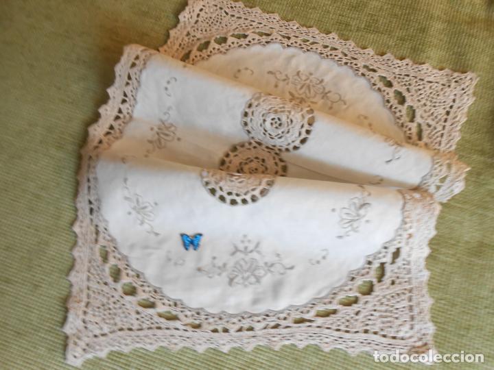 Antigüedades: Tapete mesa/mueble antiquo,años 70.Ganchillo y bordado mano.Algodon 33 x 46cm BEIGE.Nuevo - Foto 7 - 218105703
