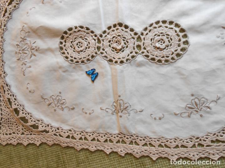 Antigüedades: Tapete mesa/mueble antiquo,años 70.Ganchillo y bordado mano.Algodon 33 x 46cm BEIGE.Nuevo - Foto 10 - 218105703