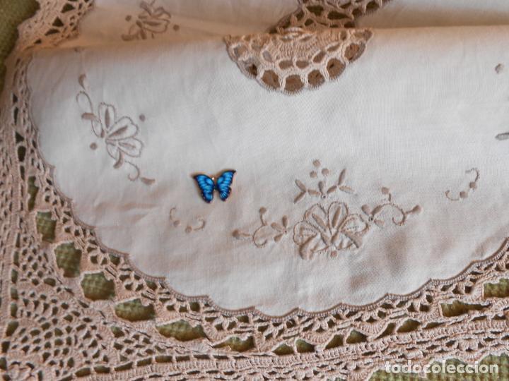 Antigüedades: Tapete mesa/mueble antiquo,años 70.Ganchillo y bordado mano.Algodon 33 x 46cm BEIGE.Nuevo - Foto 11 - 218105703