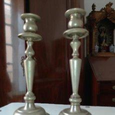 Antigüedades: PAREJA CANDELABRO CANDELEROS IGLESIA METAL 30 CM IDEAL CAPILLA VIRGEN SEMANA SANTA. Lote 218140011