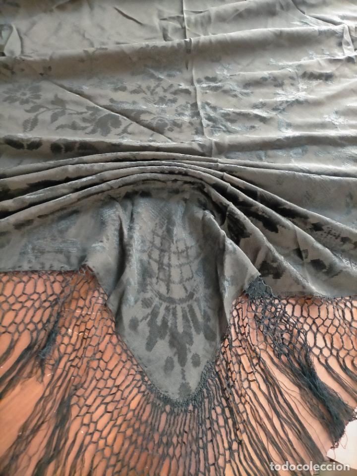 Antigüedades: GRAN MANTON SEDA ADASMASCADA NEGRO BROCADO DAMASCO Y FLECOS HECHOS A MANO 160 + 3 DE FLECOS - Foto 6 - 218140881