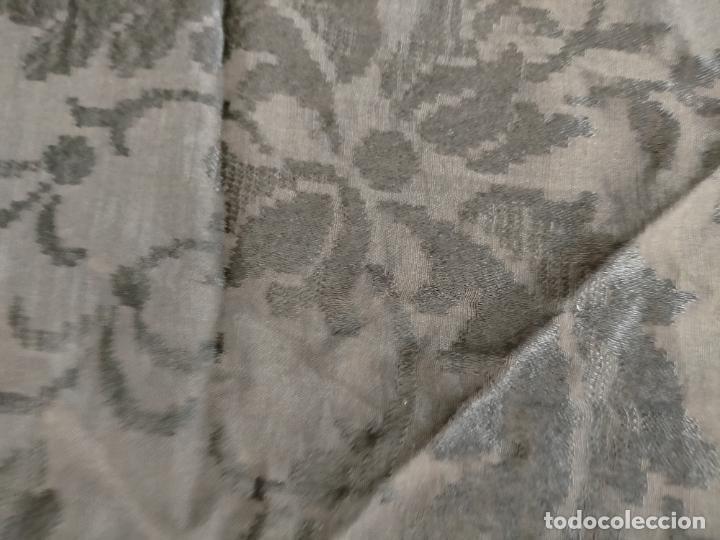 Antigüedades: GRAN MANTON SEDA ADASMASCADA NEGRO BROCADO DAMASCO Y FLECOS HECHOS A MANO 160 + 3 DE FLECOS - Foto 12 - 218140881