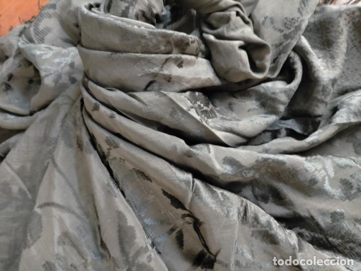 Antigüedades: GRAN MANTON SEDA ADASMASCADA NEGRO BROCADO DAMASCO Y FLECOS HECHOS A MANO 160 + 3 DE FLECOS - Foto 20 - 218140881