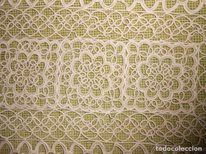 Antigüedades: Antiquo camino mesa/mueble de Frivolite,años 70. Algodon beige 36x72 cm.A mano totalmente.nuevo - Foto 14 - 218146451