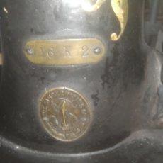 Antigüedades: ANTIGUA MÁQUINA DE COSER TAMAÑO GRANDE. Lote 218167653