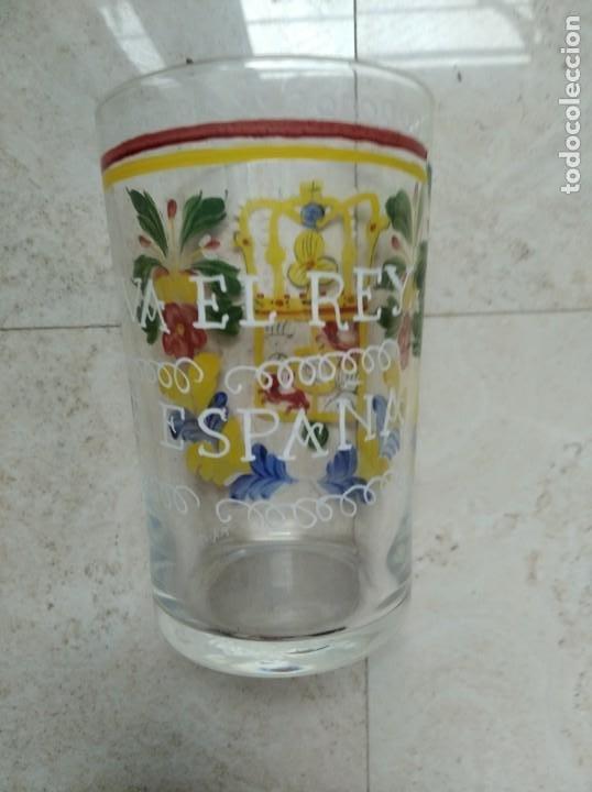 Antigüedades: Reproducción de un vaso de cristal de Neuwelt- Nový Svet. Bohemia. Escudo de Carlos IV. - Foto 3 - 218181733