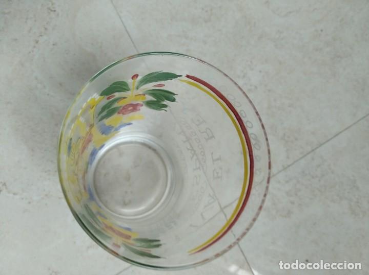 Antigüedades: Reproducción de un vaso de cristal de Neuwelt- Nový Svet. Bohemia. Escudo de Carlos IV. - Foto 6 - 218181733