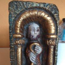 Antigüedades: BONITA FIGURA MONJE CON LLAVE. Lote 218190981