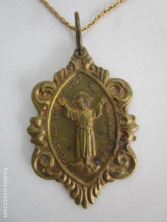 MEDALLA RELIGIOSA - DEJAD QUE LOS NIÑOS SE ACERQUEN A MI - CONGREGACIÓN DEL NIÑO JESÚS (Antigüedades - Religiosas - Medallas Antiguas)