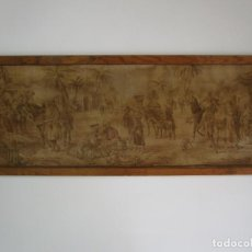 Antigüedades: ANTIGUO TAPIZ - ESCENA DE MERCADO ÁRABE - CON MARCO - ANCHO - 143,5 CM - ALTURA - 56 CM. Lote 218220922
