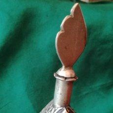 Antigüedades: PERFUMERO ORIENTAL DE METAL PLATEADO Y PIEDRAS. Lote 218227918