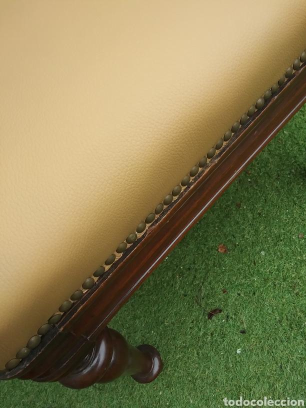 Antigüedades: Butaca de madera tapizada en piel - Foto 4 - 218228155