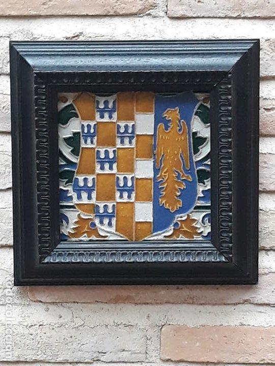 AZULEJO DE CERAMICA EN ARISTA DE AGUADO - TOLEDO - HERALDICA - PIEZA UNICA: (Antigüedades - Porcelanas y Cerámicas - Azulejos)