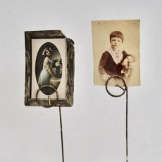 Antigüedades: LOTE DE 2 CLIPS PORTAFOTOS ANTIGUOS EN FORMA DE GATO. FIGURITAS METÁLICAS. DECORACIÓN HOGAR. Lote 218238595