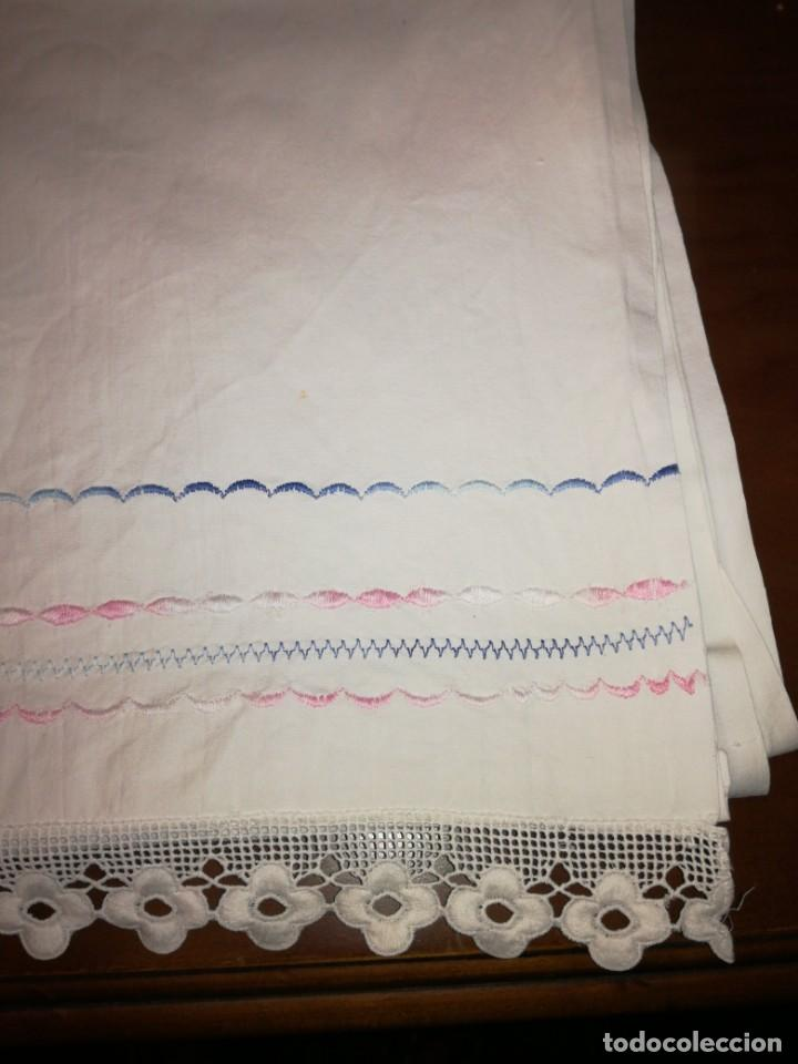Antigüedades: Juego de sábanas bordado levas a máquina - Foto 2 - 218241482