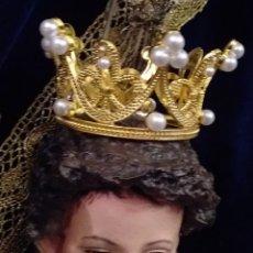 Antigüedades: CORONA DE METAL DORADO Y PERLAS. Lote 245119545