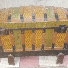 Antigüedades: BAUL DE MADERA Y CHAPA. Lote 218245423
