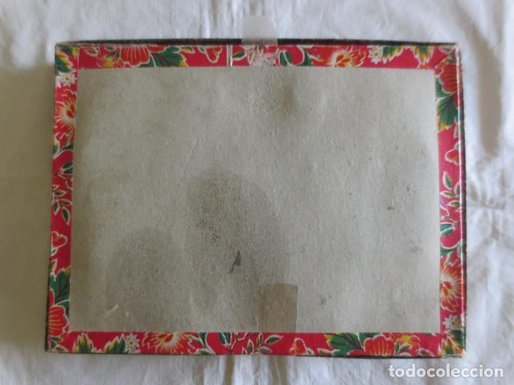 Antigüedades: CAJA CON 12 VASOS DE SAKE EN PORCELANA CON FILO DE ORO EN EL BORDE E IMAGENES DEL AÑO CHINO - Foto 20 - 218261321