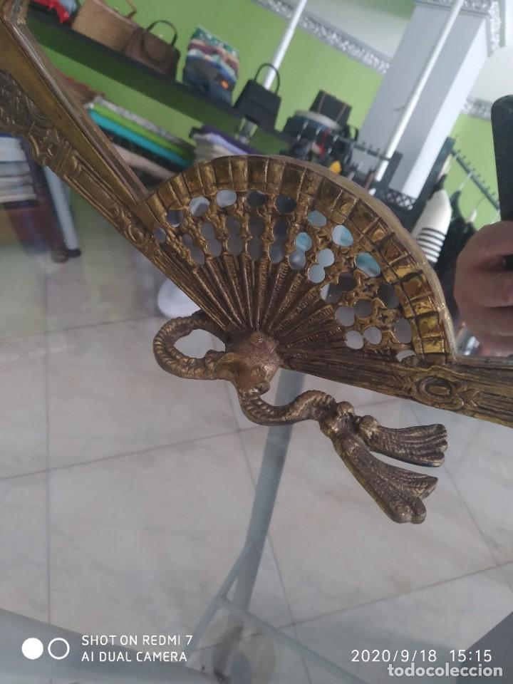 Antigüedades: Antiguo espejo abanico bronce - Foto 3 - 218279667