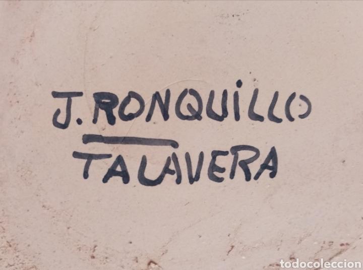 Antigüedades: Hermoso jarrón de Talavera con firma al dorso decorado con dibujos y colores cálidos. 25cm alto - Foto 5 - 218294585