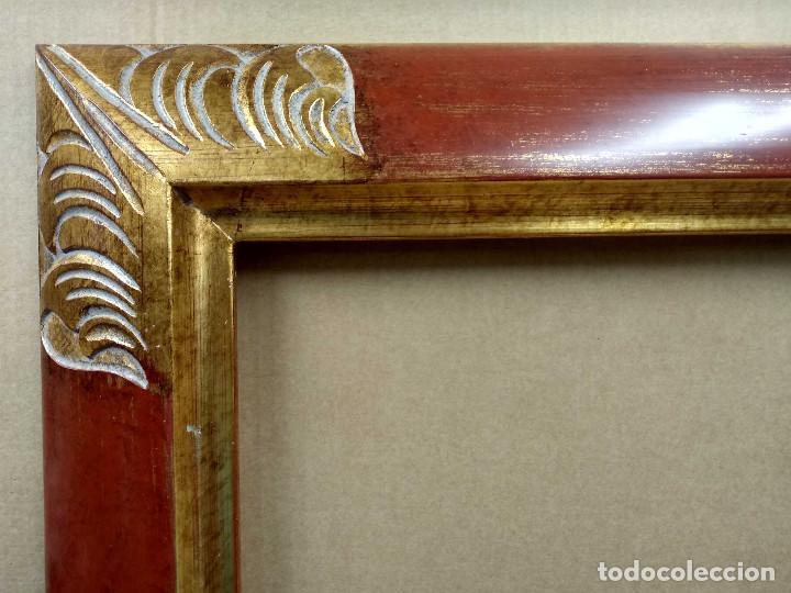 Antigüedades: Marco rojo y oro tallado 50 x 70 - Foto 2 - 218316370