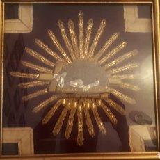 Antigüedades: CORDERO DE DIOS CORDERO PASCUAL BORDADO ISABELINO FRANCÉS SOBRE MANTO DE TERCIOPELO. Lote 218356947