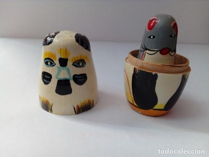 Antigüedades: dos pequeñas matriuskas pintadas a mano - Foto 4 - 218365070