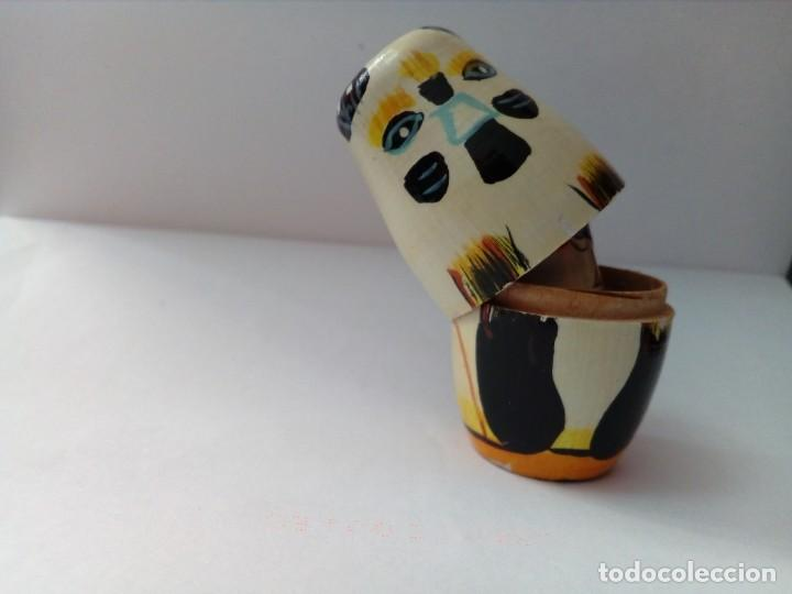 Antigüedades: dos pequeñas matriuskas pintadas a mano - Foto 6 - 218365070