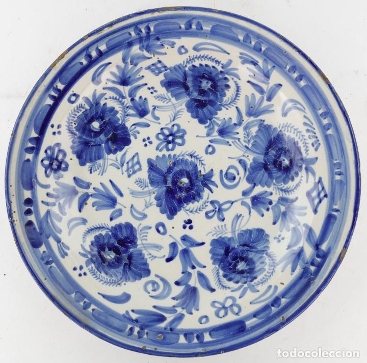 PLATO DE MANISES SIGLO XIX - FIRMADO. 30 CM DIÁMETRO. (Antigüedades - Porcelanas y Cerámicas - Manises)