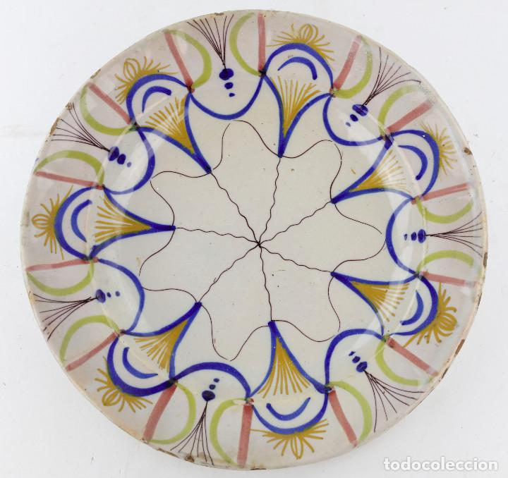 PLATO DE MANISES SIGLO XIX - FIRMADO. 30,5 CM DIÁMETRO. (Antigüedades - Porcelanas y Cerámicas - Manises)