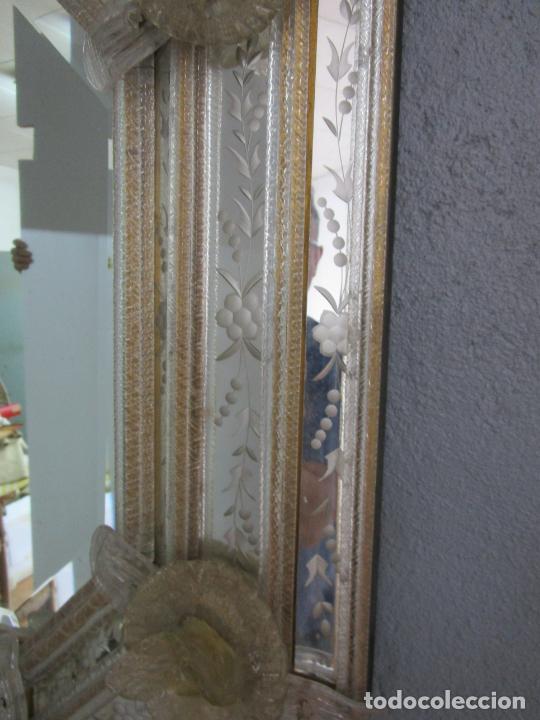 Antigüedades: Precioso Espejo Veneciano - Decorado con Flores de Cristal -Espejo Biselado -Ancho 64cm, Altura 80cm - Foto 4 - 218393238