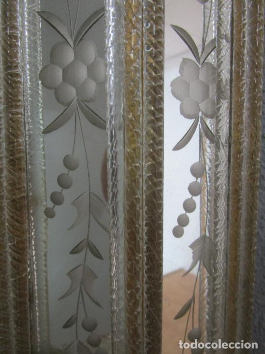 Antigüedades: Precioso Espejo Veneciano - Decorado con Flores de Cristal -Espejo Biselado -Ancho 64cm, Altura 80cm - Foto 5 - 218393238