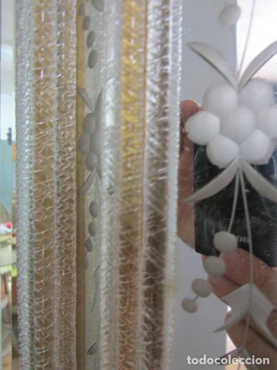 Antigüedades: Precioso Espejo Veneciano - Decorado con Flores de Cristal -Espejo Biselado -Ancho 64cm, Altura 80cm - Foto 6 - 218393238