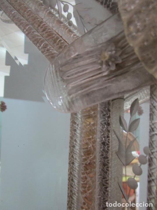 Antigüedades: Precioso Espejo Veneciano - Decorado con Flores de Cristal -Espejo Biselado -Ancho 64cm, Altura 80cm - Foto 7 - 218393238