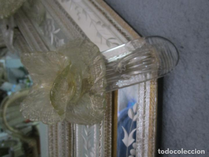 Antigüedades: Precioso Espejo Veneciano - Decorado con Flores de Cristal -Espejo Biselado -Ancho 64cm, Altura 80cm - Foto 10 - 218393238