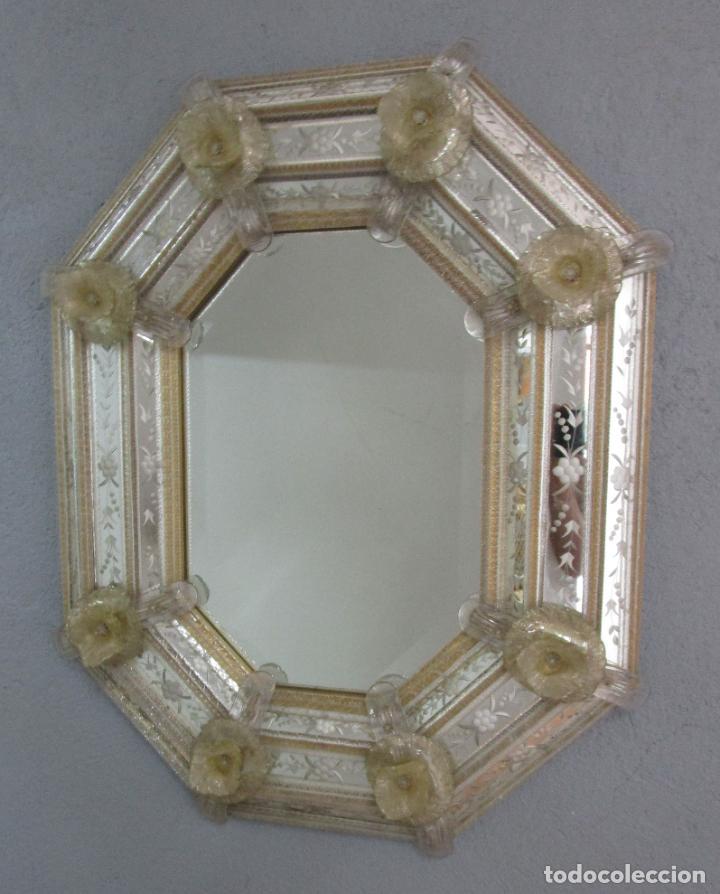 Antigüedades: Precioso Espejo Veneciano - Decorado con Flores de Cristal -Espejo Biselado -Ancho 64cm, Altura 80cm - Foto 11 - 218393238