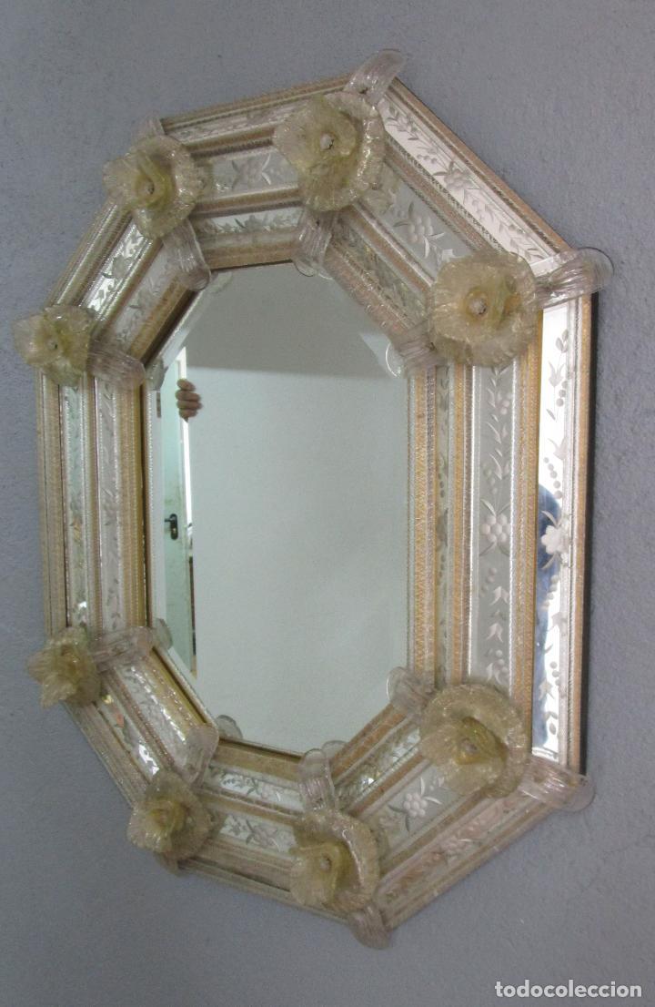 Antigüedades: Precioso Espejo Veneciano - Decorado con Flores de Cristal -Espejo Biselado -Ancho 64cm, Altura 80cm - Foto 12 - 218393238