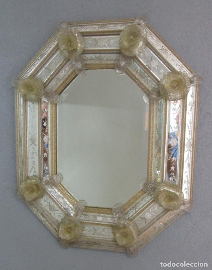 Antigüedades: Precioso Espejo Veneciano - Decorado con Flores de Cristal -Espejo Biselado -Ancho 64cm, Altura 80cm - Foto 13 - 218393238
